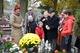 Delegacja i rodziny trenerów przy grobie W. Dłubały